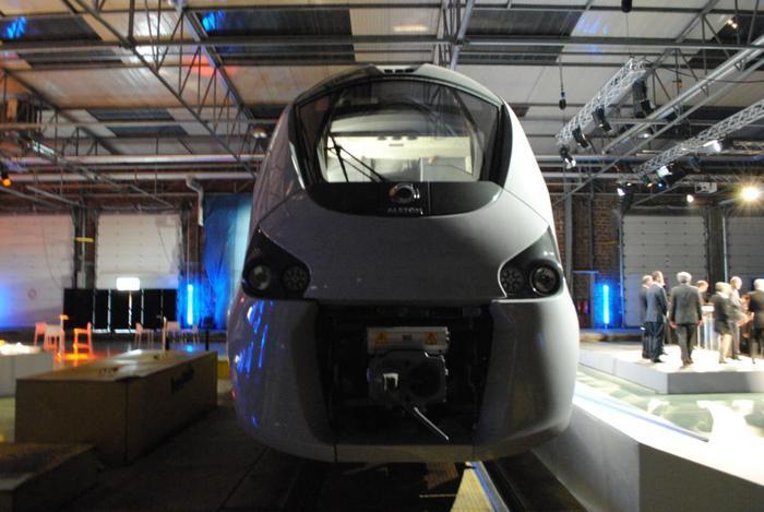 Поезд оборудован двигателем на