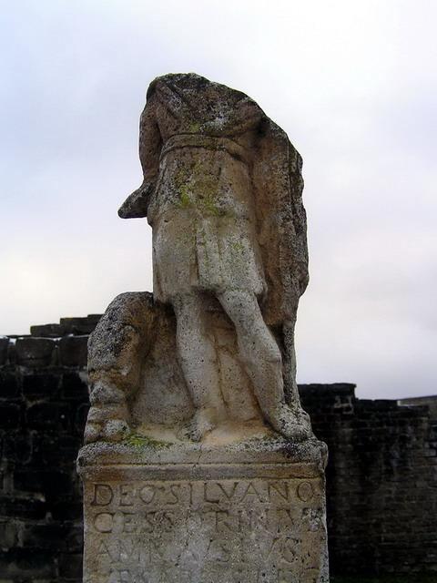 ксантен статуя без головы