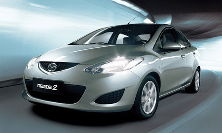 Mazda2 получила версию седан