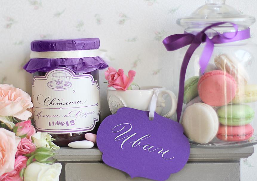 Подарки для гостей на свадьбе и карточка с именем гостя