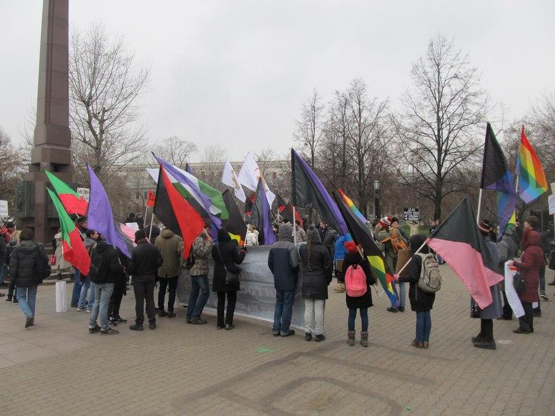 Активисты ЛевСД на антиклерекальной акции