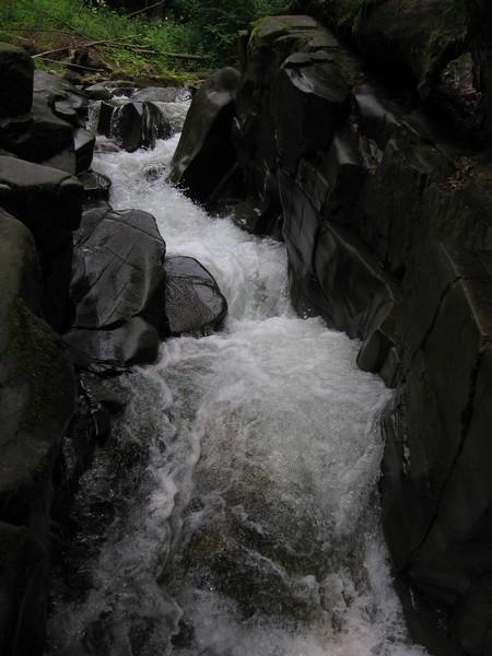 Водоспади соловей і партизан