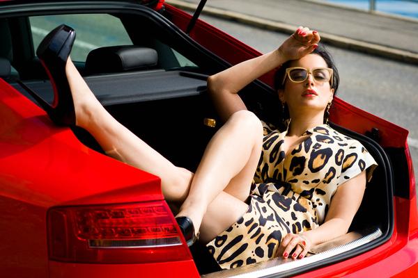 Тина Канделаки лежит в багажнике