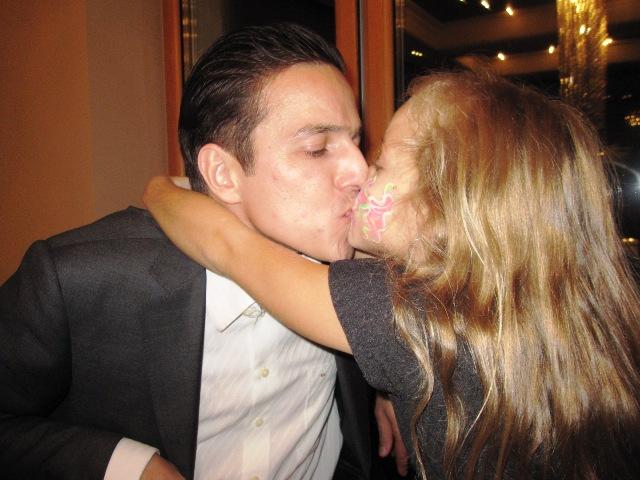 Смотреть папа занимается с дочерью сексоми целуются в засос