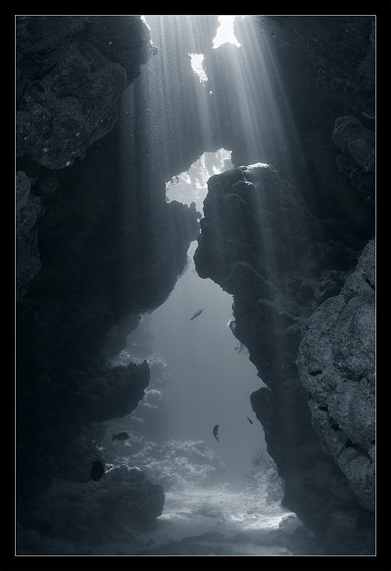 Подводная пещера 2459058