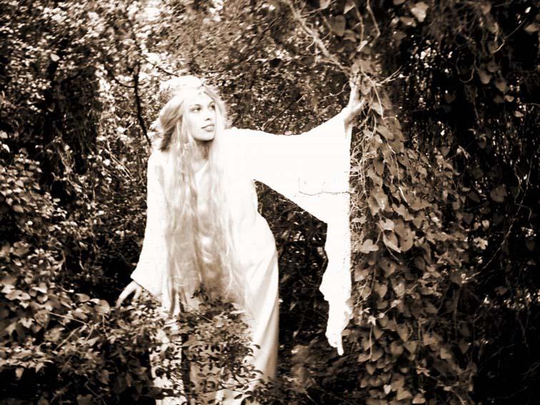 http://www.ljplus.ru/img4/v/a/vampipe/Ana_as_Galadriel_by_StudioKawaii.jpg