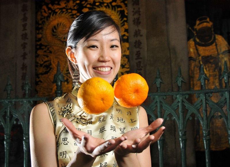 Фото девушки с мандаринами