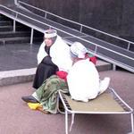 Общество: Голодающих под стенами облгосадминистрации милиция «увезла» силой. ФОТО