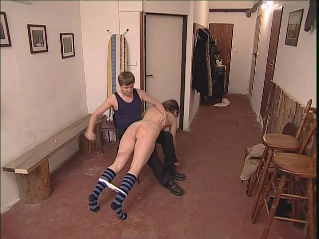 porno-gimnastka-na-mostike