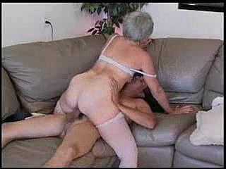 Видео для фанатов пожилых тётенек. 20 м. 17 с. 320x240 AVI. Реальный