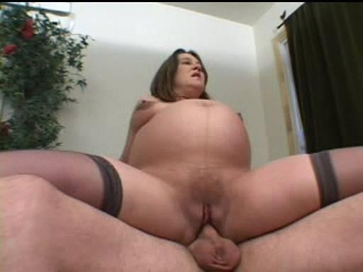 Секс с беременной женщиной с огромным животом!