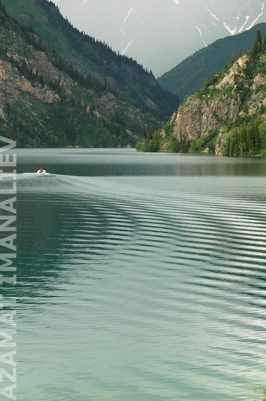 Озеро Сары-Челек. Коммерческие катания по озеру