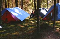 Травмированный Веснин среди палаток