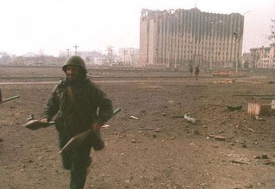 Боевик бежит в Совмин