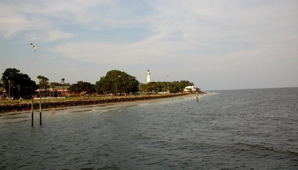 Вид с пирса на остров