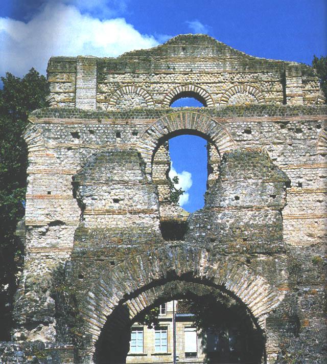 развалины дворца изнутри