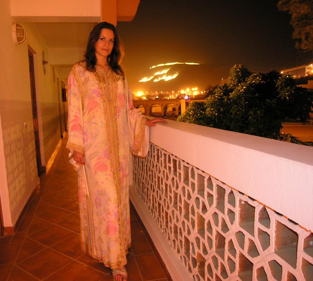 это современная марокканская одежда - кафтан