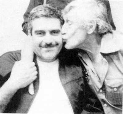 В.Некрасов целует С.Довлатова