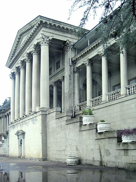 Старое главное здание санатория, вид сбоку