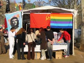 В андалусской лавке, как и во всех остальных лавках мира, с ролью горячих пирожков лучше всего справляются левые флаги, 2 марта 2003 г. Право на распространение нарушено