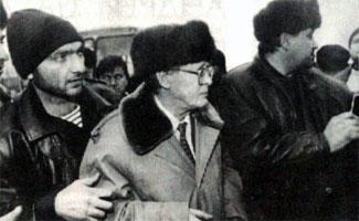 Сергей Адамович Ковалёв в окружении друзей