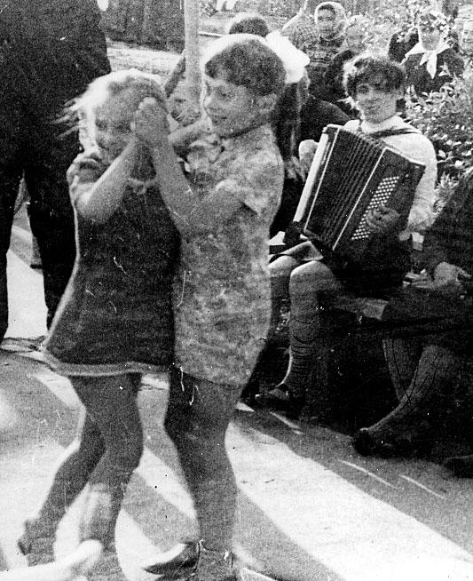 Таньцы-Верцы и мама с аккордионом