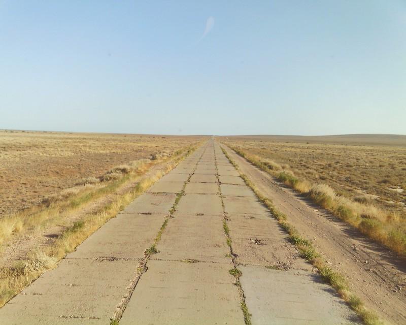 В Сары-Шаган ведет бетонная дорога