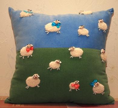 Подушка с овечками