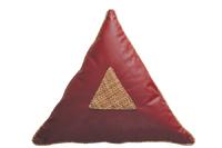 оригинальная треугольная подушка