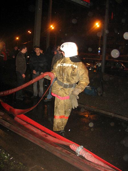 Пожарные тушат МАИ