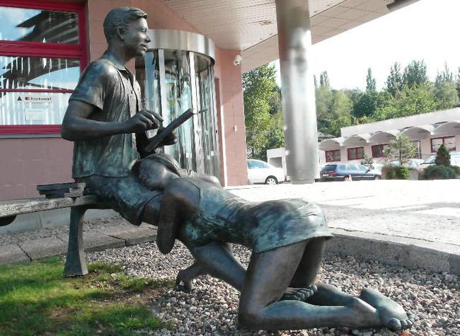 в памятник праге проститутки