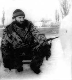 Басаев в январе 1995-го года. Фото с сайта lamro.angelcities.com