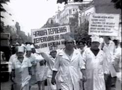 Митинг оппозиции стоял на Театральной площади с 17 апреля по 4 июня 1993 года