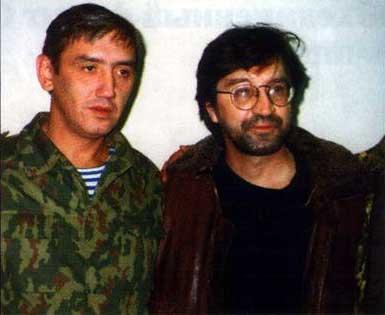Эльбрус (слева) — живая легенда п. Ханкала, старший хирург госпиталя, вытащил тысячи российских солдат с «того света»