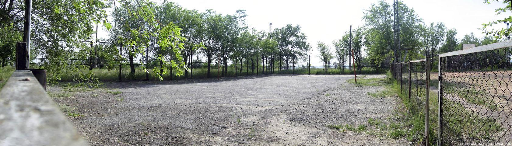 13й километр, футбольно-волейбольное поле и каток