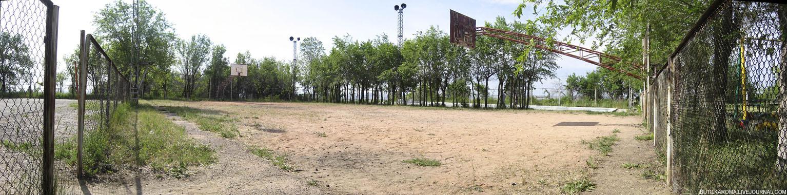 13й километр, теннисный корт и баскетбольное поле