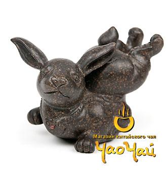 Чайная фигурка хулиганистого зайца (пузыри он пускает из заднего прохода).