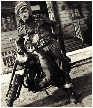 Дорогой трахнули у мотоцикла в форме ебут рабыню фото