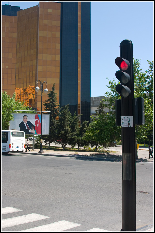 Реклама Алиева в Баку