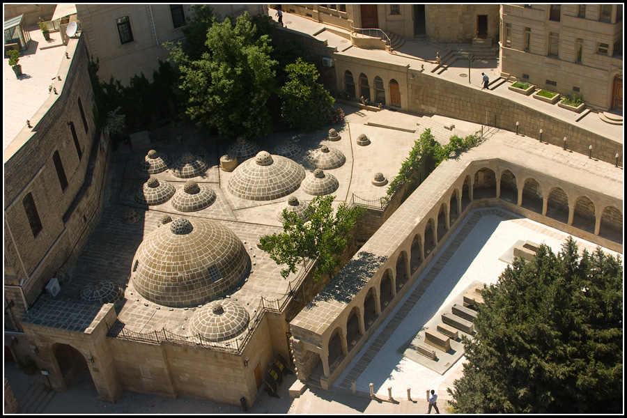 Вид на Ичери-Шэхэр с Девичьей башни