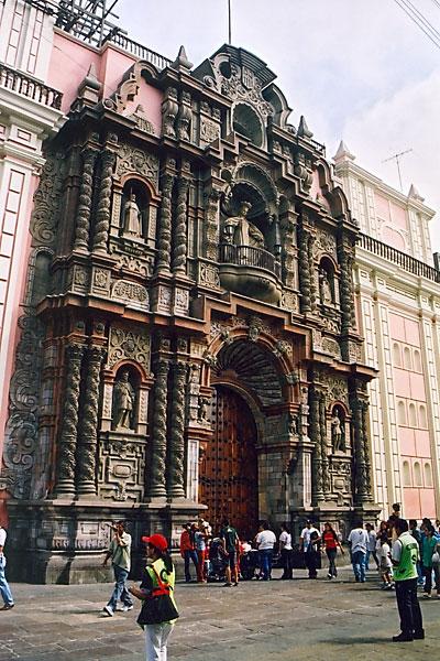Фасад Иглесиа де ла Мерсед