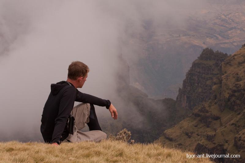 Картинки сидящих людей на земле, сделать