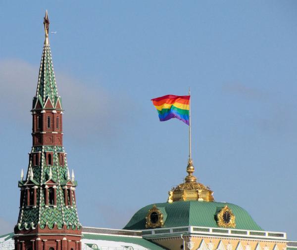 Радужный флаг над Кремлём