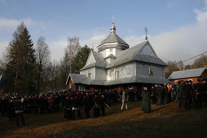 Бляшана церква в Криворівні на коляду