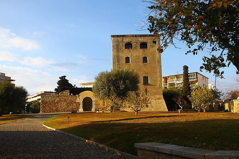 Замок в Салоу