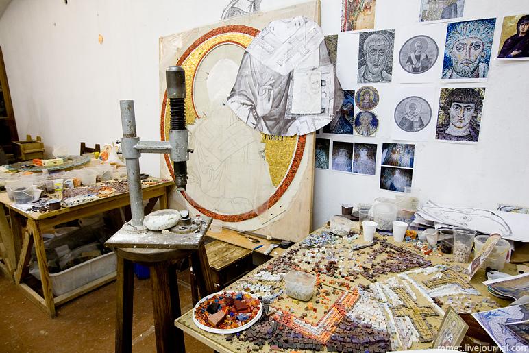 Как делают мозаику в монастырских мастерских