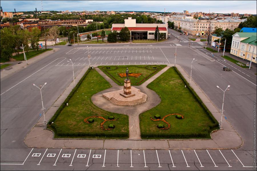Вид на площадь Кирова с крыши театра