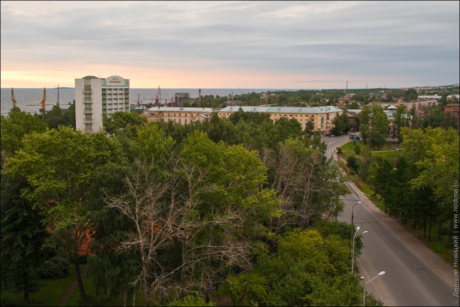 """Гостиница """"Карелия"""" и порт"""