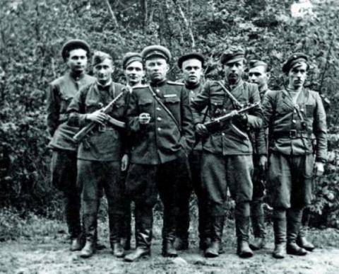 http://www.ljplus.ru/img4/o/l/oleg_leusenko/CHek_sti-maskuyutsya-p_d-UPA.jpg