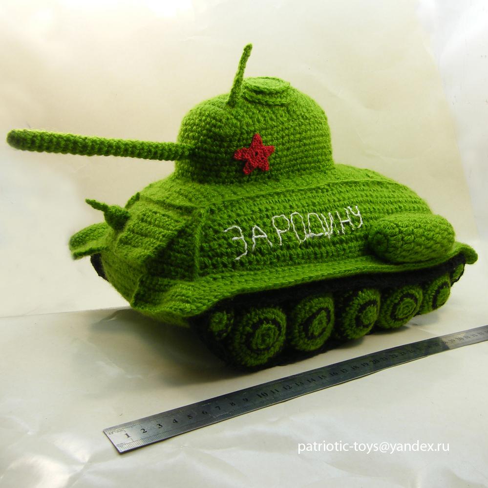 уникальный подарок - вязанный танк T-34